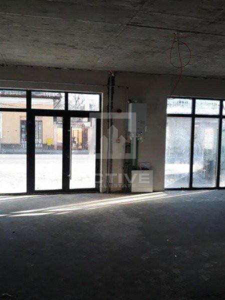 Spatiu comercial 60mp - vitrina la strada - central