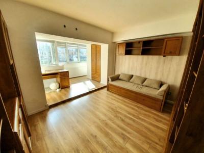Apartament 3 camere in zona centrala